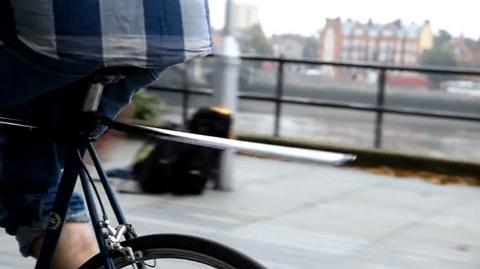 Plume くるっと巻いてコンパクトに収納できる自転車用後部輪の泥除けガード