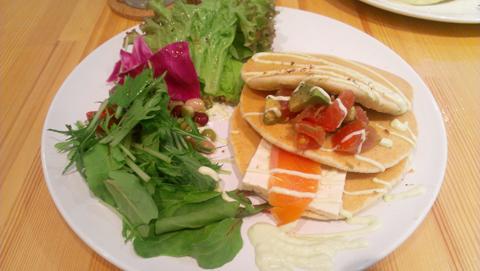 Vege「豆腐とサーモン&アボガド和風カプレーゼ」