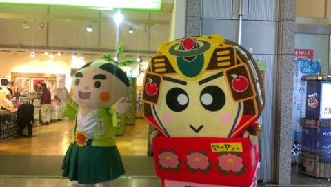 南九州市「お茶むらい」と平川氏「ヤーヤくん」