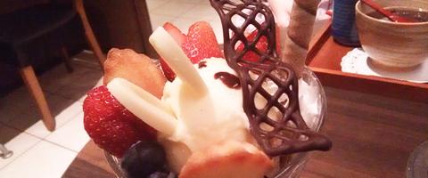 カモノハシのイコちゃんパフェ
