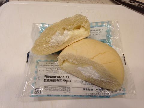 イコちゃんの白いクリームパン